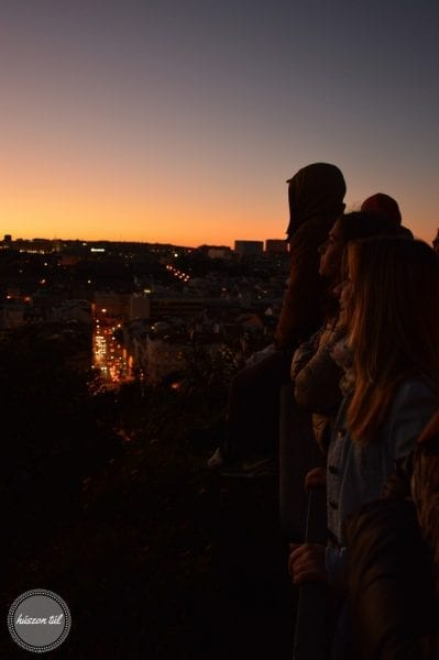első - naplemente nézés a kilátóról Portugáliában