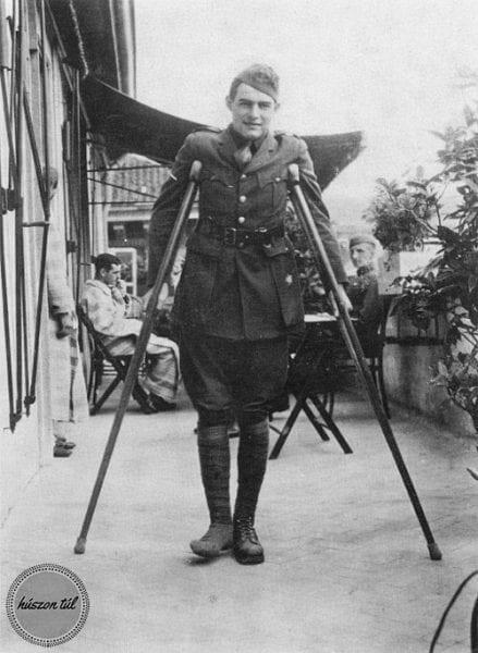 éppeztakönyvet - katona mankókkal régi fotón