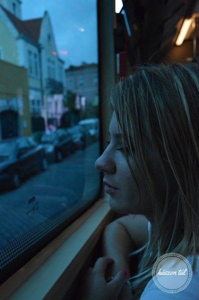 mitmiért lány vonaton
