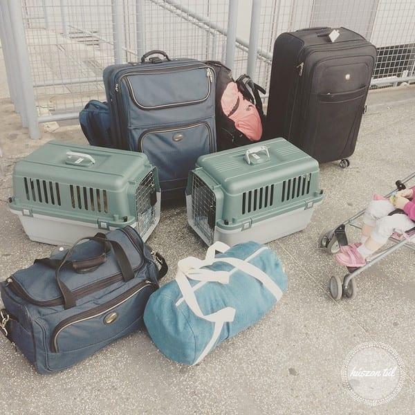 világgámegyek - Zsuzsi csomagjai a reptéren