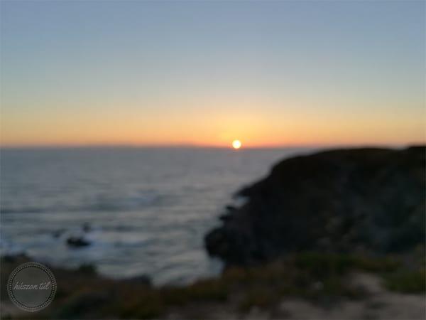 onlinecsend-naplemente az óceánnál homályos képen