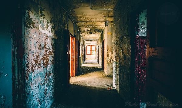 sötét folyosó mint a lelki egészség szimbóluma